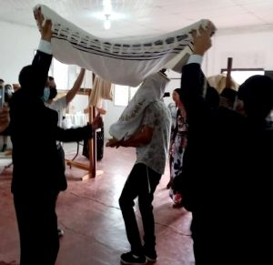 Celebrating gift of Torah, Honduras