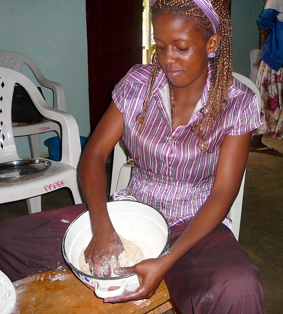 Blanche Mfegue making challah for the Beth Yeshourun community in Cameroon (Photo by Serge Etele)
