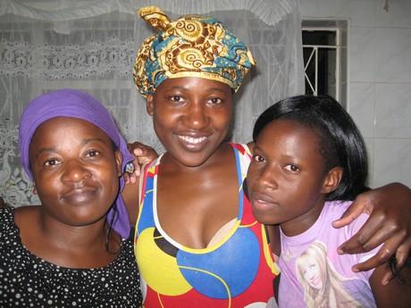 At the Harare Community House. From the left, Violet Chuma, Tafadzwa Chuma and Zvamaziva Nduva (Photo by Elaine Berg)