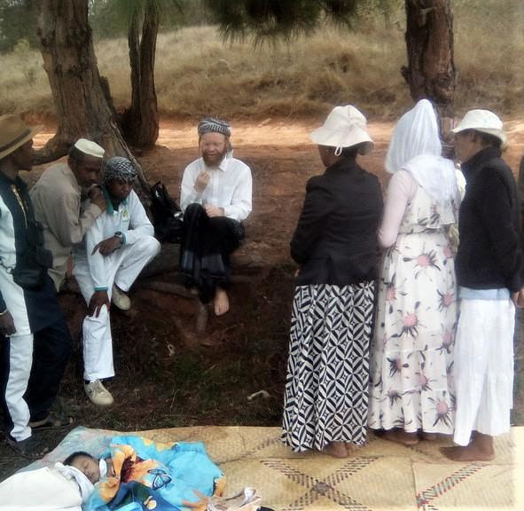 Rabbi Moshé Yéhouda speaks to members of the Madagascar community at a picnic and Torah study after the conversion ceremony.